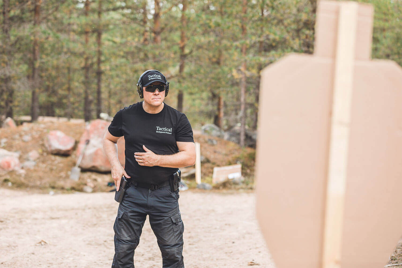 Staffmax Henkilösuojaus Tactical Bodyguard, Henkivartija Harjoittelee Ampumista