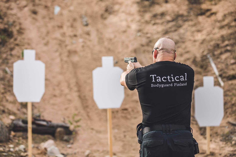 Staffmax Henkilösuojaus Tactical Bodyguard, Henkivartija Harjoittelee Ampumista 2